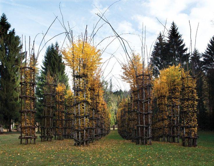 Dalla Cattedrale vegetale di Arte Sella alle sculture dell'Humus Park di Pordenone, viaggio attraverso i paesaggi creati dall'uomo ispirato dalla