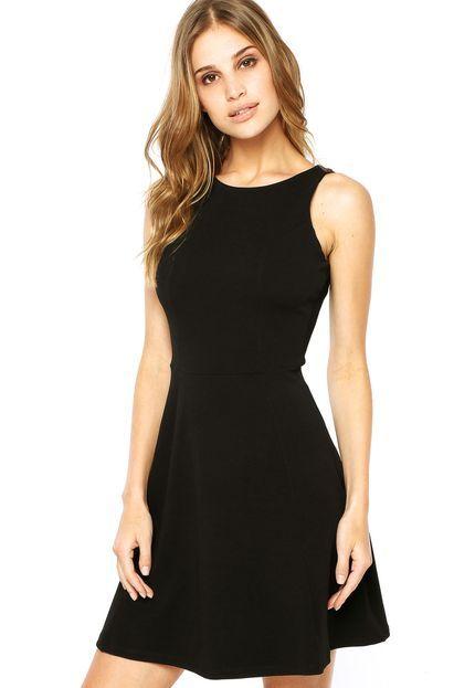 CLASSICO -  Famoso 'pretinho basico', indica que sempre estará atualizado, em qualquer ciclo da moda.