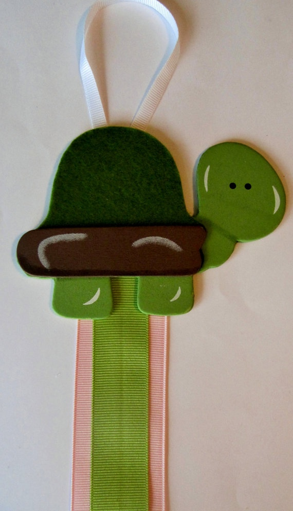 turtle hair bow holder. Etsy(HairBowsByMarsha)