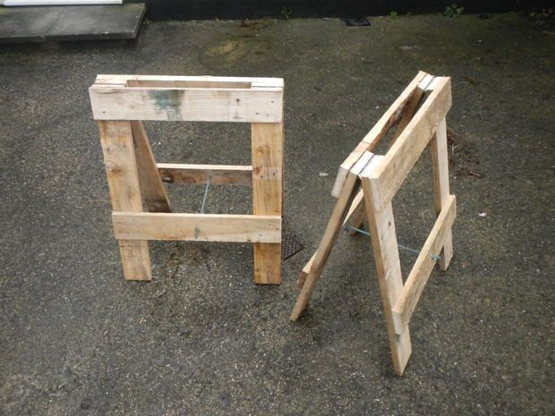 Il me fallait un ensemble de tréteaux et plutôt que d'acheter un ensemble qui peut coûter cher, surtout pour un ensemble robuste décent, j'ai décidé de construire moi-même les tréteaux. J'ai décidé de...
