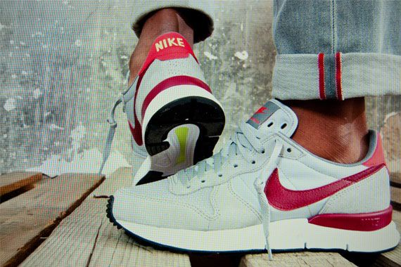 Scarpe grigie per uomo primavera estate 2015 NIKE Lunar Internationalist http://www.rionefontana.com/it/scarpe-uomo-online-store/4317-scarpe-grigie-per-uomo-primavera-estate-2015-nike-lunar-internationalist-.html