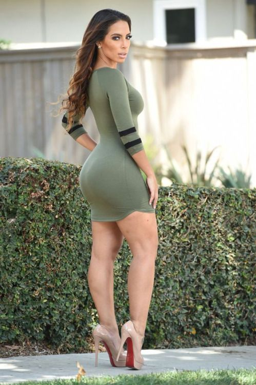 Women Fitness Models Tight Dresses Hot Dress Well Dressed