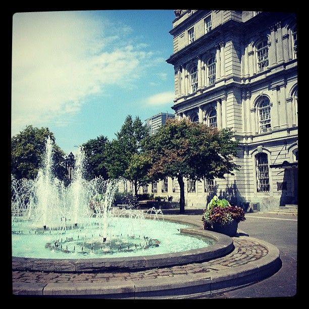 Place Vauquelin, #sunny #montreal #oldport #oldmontreal close to #CityHall - Journée ensoleillée à #mtl dans le #VieuxPort , quartier du #VieuxMontréal proche de la place #JacquesCartier et de l'hôtel de ville. Photo by @Ana G. Garca Oueslati