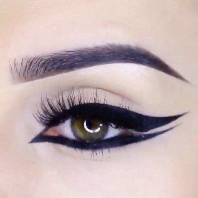 snyggmakeupProducts used: @sephora colorful eyeshadow 'Starlette' @maccosmetics eyeshadow 'bowlarama' glitter from aliexpress   Brows: @eyeko brow game strong brow definer medium and brow gel tinted #eye #eyeshadow #eyemakeup #eyeliner #ögonskugga #beauty #makeup #makeupaddict #makeupartist #mua #ilovemakeup #smink #featuremuas #makeupartist