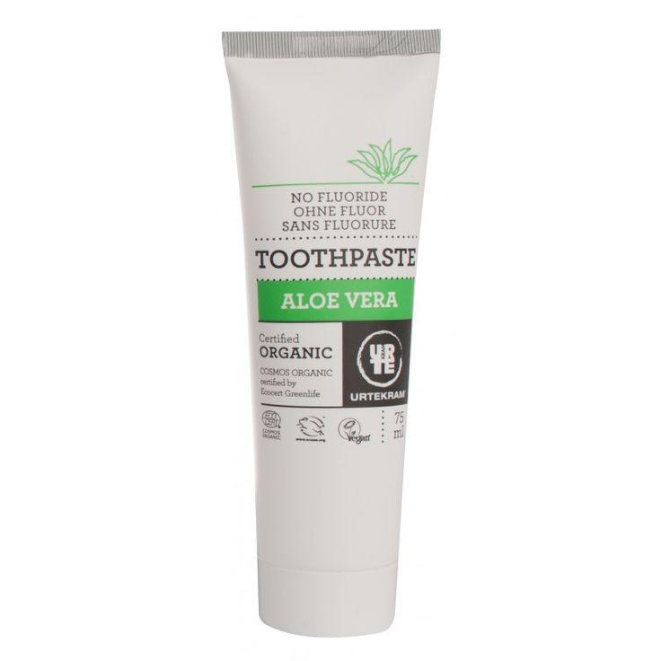 Prírodná zubná pasta dôkladne vyčistí zuby, osvieži dych a zabraňuje vzniku zubného kazu