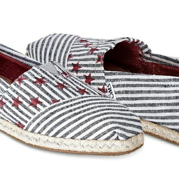 TOMS Women?s Classics Americana Stars and Stripes ITEM:?Limited Edition TOMS Women?s Classics Americana Navy Stars and Stripes ? Size 8 ? NWOB  CONDITION:??NEW WITHOUT BOX OR BAG  STYLE:?Slip-on, flats  SIZE:?Women?s 8  COLOR(S):??Natural/beige, navy blue, red, silver, white  DETAILS:??Keep the spirit of barbecues, fireworks and outdoor fun alive with these red, white and?blue?Classics.? TOMS toe-stitch and elastic V for easy on and off.? TOMS classic suede insole with cushion for comfort.?…