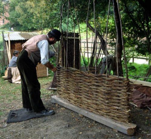 Wattle Fencing Weaving A Wattle Fence 1003713