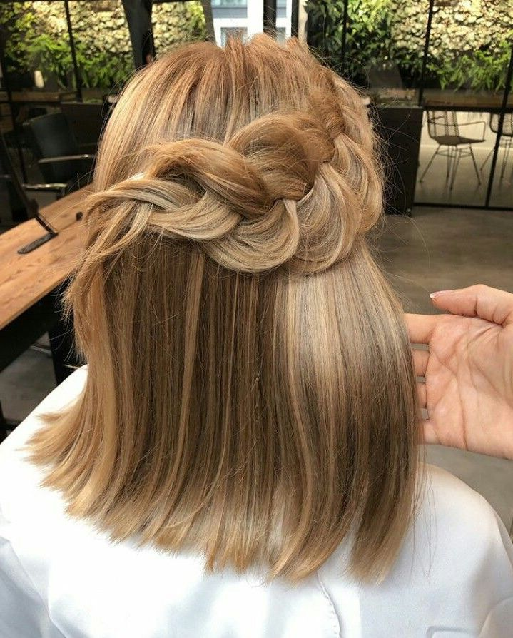 Huge 2020 Hairstyle List The 9 Hottest Trends To Be Obsessed With Ecemella Hot Hair Styles Hairstyle Crunchy Hair