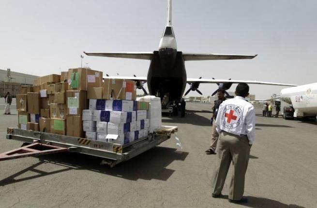 "Krisis kemanusiaan terus memburuk di Yaman jutaan orang di Yaman membutuhkan bantuan  SANA'A (Arrahmah.com) - Seorang pejabat senior badan bantuan PBB memperingatkan krisis kemanusiaan yang memburuk di Yaman akibat konflik terus-menerus.  ""Melihat nasib rakyat Yaman dibutuhkan aktor-aktor kemanusiaan nasional dan internasional untuk meningkatkan respon mereka untuk melindungi dan mendukung penduduk"" ujar John Ging Direktur Operasi OCHA mengatakan dalam sebuah pernyataan seperti dilansir Al…"