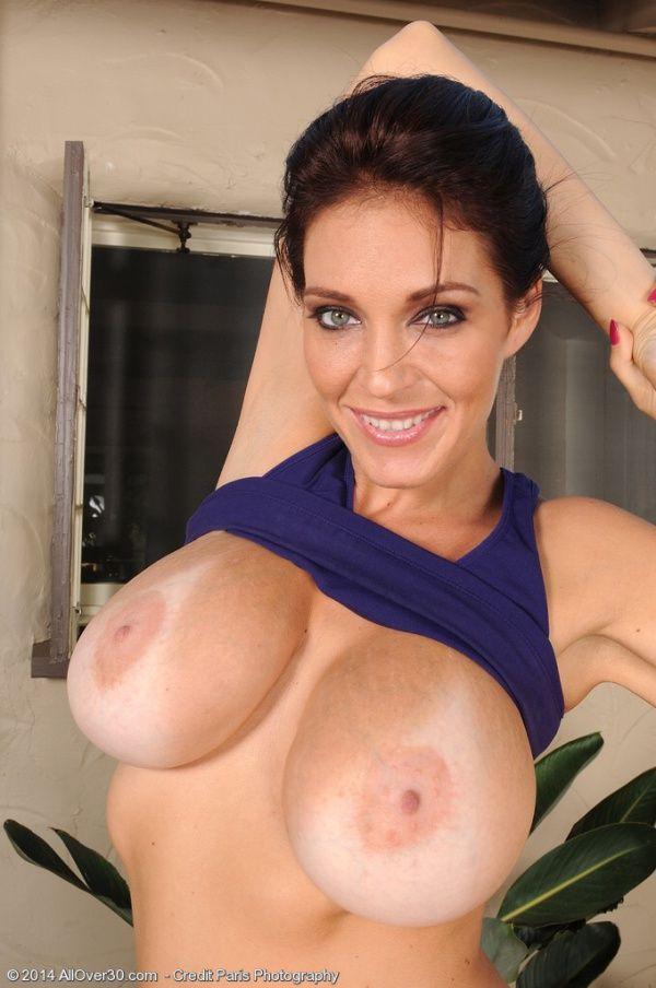 Naked Busty Milf Women Photos 34