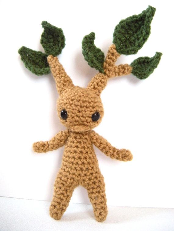 Baby mandrake root amigurumi, crochet. This little mandrake seedling is perfect for the fantasy fan! He would love to sit in your sunny
