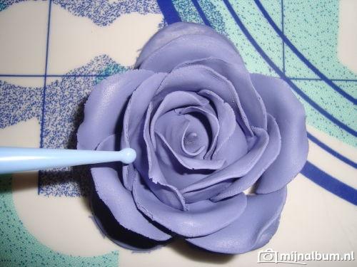 stap voor stap; fondant rozen maken