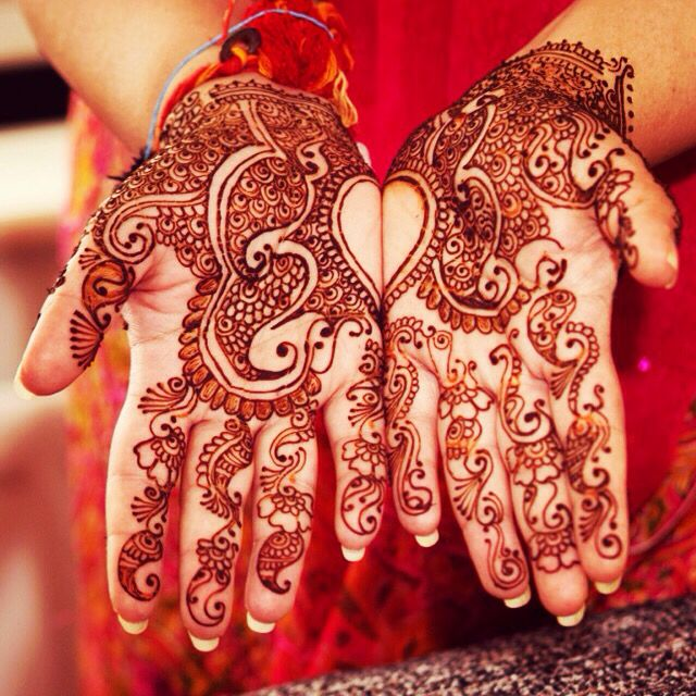 Henna Work by the IndianBride Artistry Team for booking enquiries throughout the UK please email us on info@indianbride.co.uk or call us on 07968829542 follow us on Instagram #indianbride