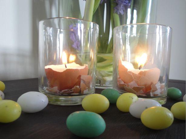 Eenvoudig om te maken, en staat leuk met pasen! In een waxine-houder strooi je wat versnipperd ei, en je plaatst daarop een eierdopje met een waxine lichtje er in!