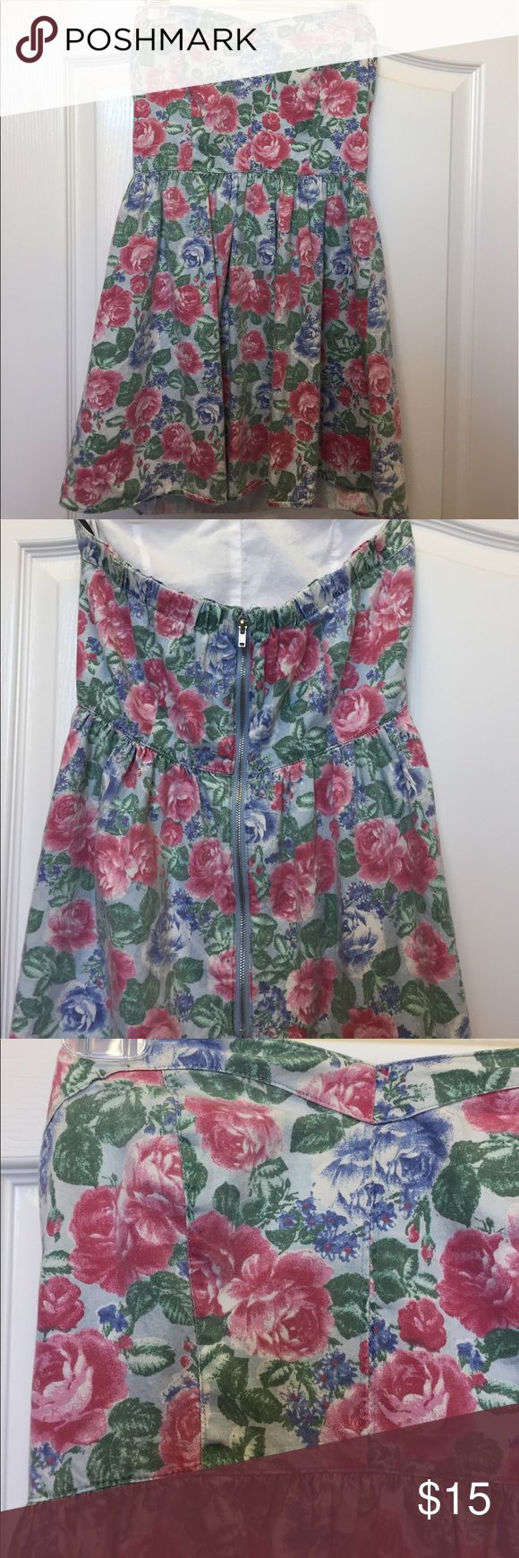 "Strapless Floral Mini Dress Forever 21 Floral Mini Dress - Size M. I think it would better fit a SMALL. Worn a couple times, good condition. **disclaimer: this dress is SHORT. I am 5'8"" so I suggest someone with a shorter build would have better luck with this dress. Forever 21 Dresses Mini"