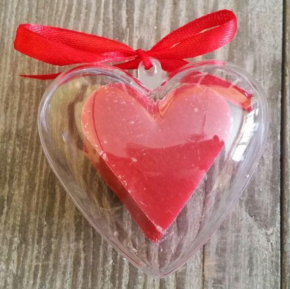 Savon miniature en forme de cœur dans étui en cœur