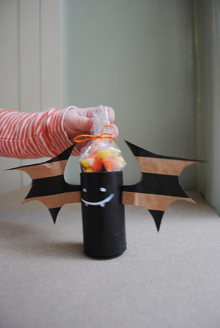 Mer Mag: Halloween Flashback: Carboard Tube Bat Treat holders