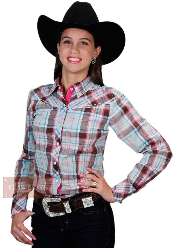 Camisa feminina, manga longa, marca Cowgirl Up, tecido 100% algodão e fechamento em botão de pressão. Uma camisa para cowgirl brilhar em competições, rodeios e festas. Atual e clássica, essa camisa se torna um excelente presente e indispensável no guarda roupa da cowgirl que está sempre por dentro da moda country.