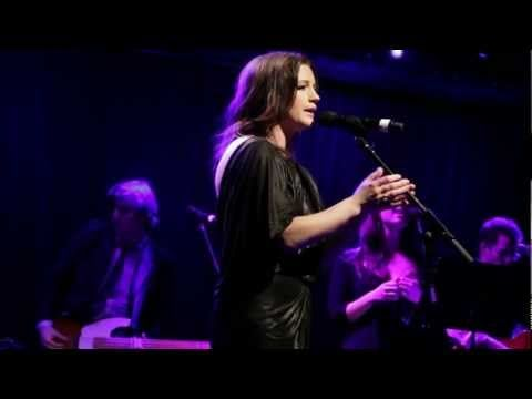 """Carrie Manolakos, a former Broadway actress who made her mark as Sophie Sheridan in Mamma Mia!, is promoting her upcoming debut album Echo with the release of a climactic """"Creep"""" cover she performed earlier this month at Le Poisson Rouge in Greenwich Village."""