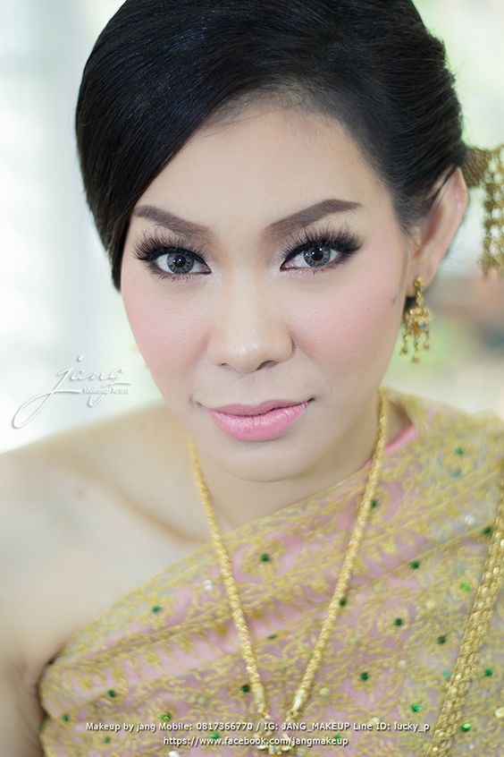 Beautiful eye Thai bride.