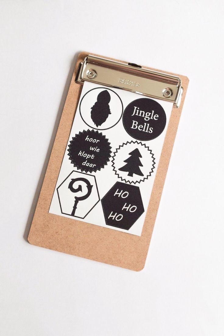 Velletje met 6 zwart witte cadeau stickers van 40mm doorsnee.