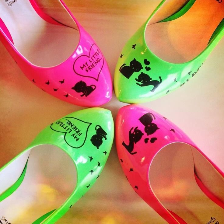 Dogo Neon High Heels;  Bazı kara kediler sadece şans getirir;  http://dogostore.com/category/Ayakkabi-43/MsDogo-44/HighHeels-85/Neon-84/
