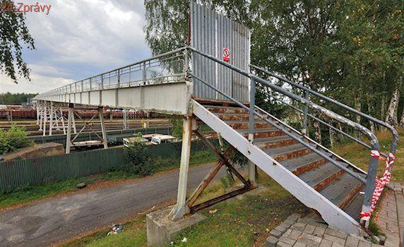 Lávka přes koleje v Chebu bude, lidé přestanou obíhat nádraží
