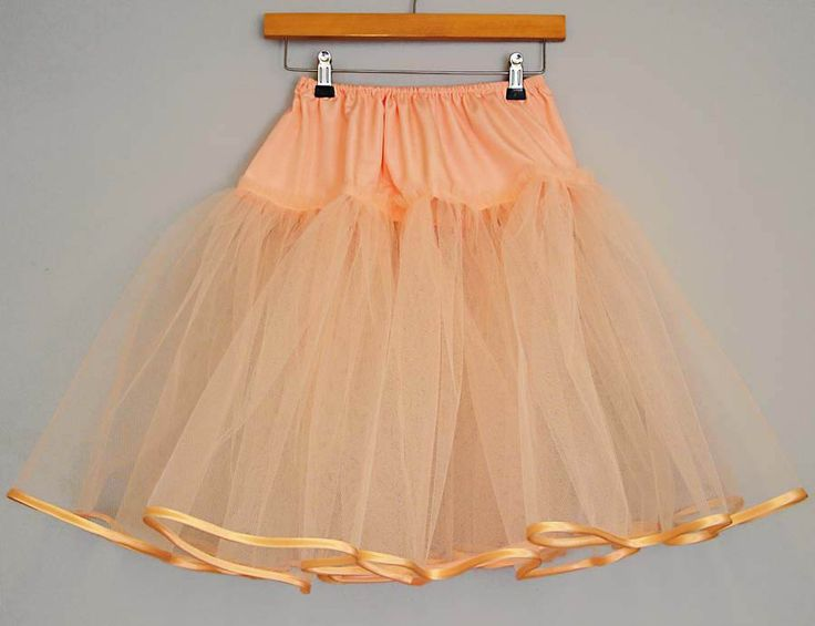 Tutorial to make a net underskirt - that should add a bit of 50s wow!