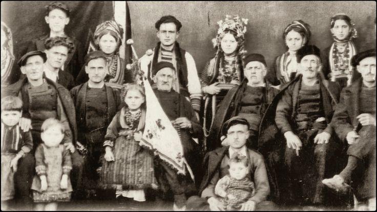 Οι Βλάχοι του Ροδολίβους σύμφωνα με μαρτυρίες των παλαιοτέρων βρέθηκαν στο Ροδολίβος γύρω στο 1870-1880 μ.Χ. και έφτασαν μετά από πολλές περιπλανήσεις και περιπέτειες, όταν ο Αλή Πασάς των Ιωαννίνων κατέστρεψε ολοκληρωτικά την Γράμμουστα κωμόπολη πάνω στο βουνό Γράμμος, γιατί του ήταν εμπόδιο στις επεκτατικές του επιθυμίες. Οι Βλάχοι που έμεναν εκεί αναγκάστηκαν να διασκορπιστούν σε πολλά μέρη της Βόρειας Ελλάδας και ειδικά στην Ανατολική Μακεδονία Σέρρες-Δράμα.Βλάχικος γάμος το 1937