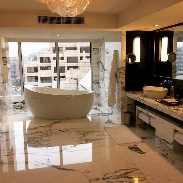 A beautiful bathroom at @grandhyatt Taipei.