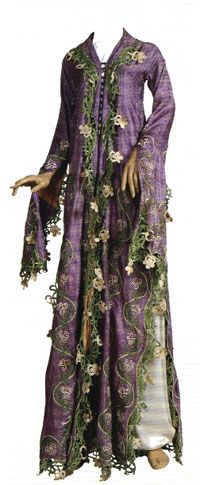 Silk 'üçetek' (robe with three panels).  Late-Ottoman urban dress, end of 19th century. Probably from the Izmir region.  Edges embellished with large 'oya'-work/Turkish lace.