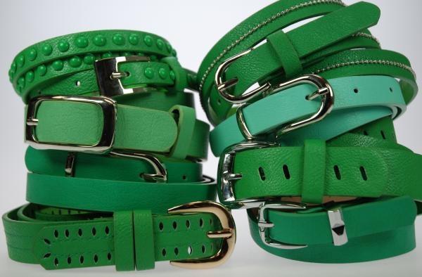 Lote de 12 cinturones EN COLOR VERDES, surtidos de MODELOS y tallas. Ancho entre 1,5 y 3 cm. Composición: PU. Precio unitario: 2 €.