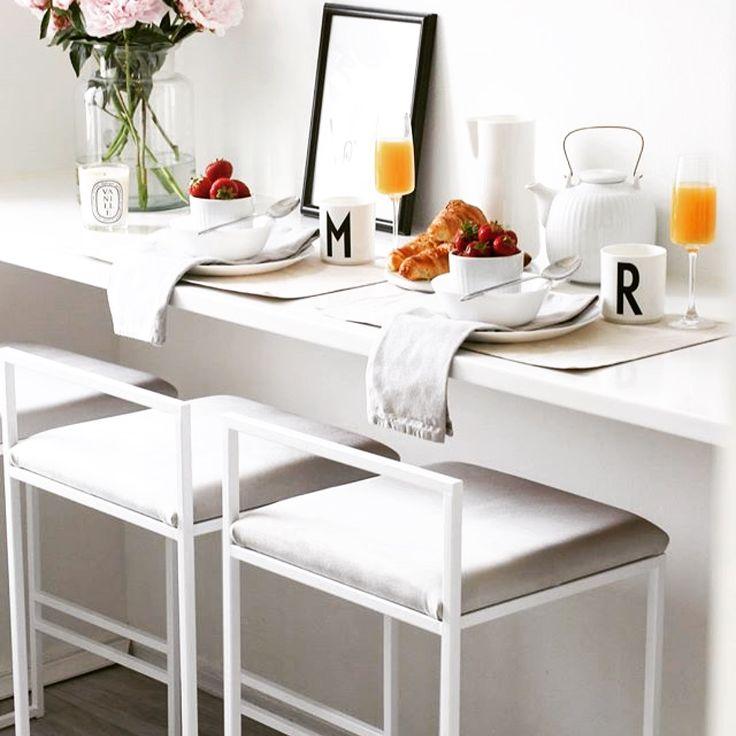 Breaktfast is served! white by Crea ® bar chairs with light grey velvet  Frukost är serverad! Vita by Crea ® barstolar med ljusgrå sammet