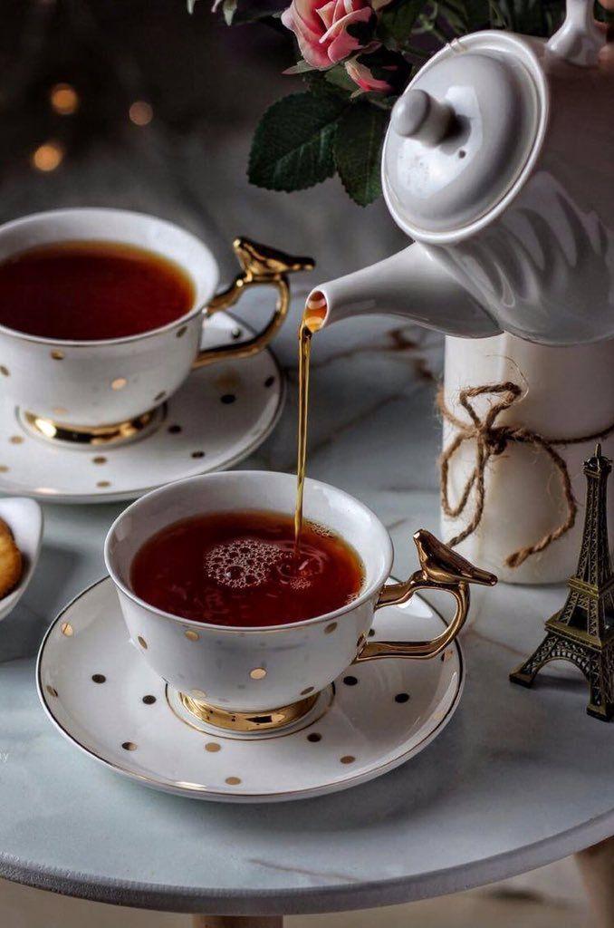 Две чашки чая открытки также