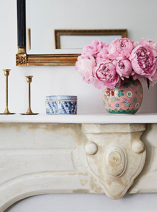 Social media maven Amy Stonerecently recruited the stylish folks over atOne Kings Lane to help designher Manhattan apartment and the resultsare splendid to say the least.