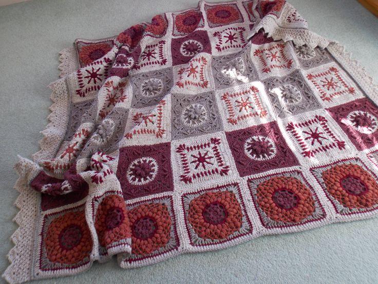 Cobertor de Rosa de Deserto Afegão Artesanais em Arco-Iris Crochê Pássaro -  /     Desert Rose Afghan Blanket handcrafted in  Rainbow Bird CrochetIng -
