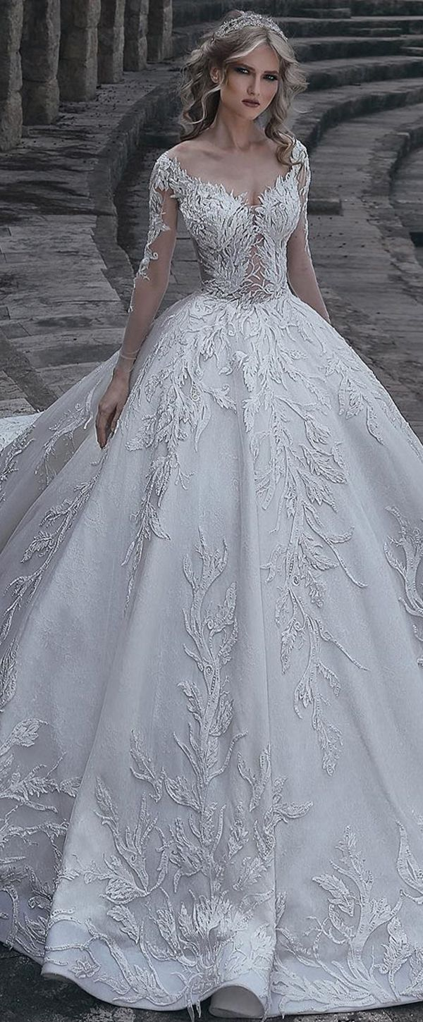 [358.80]  Beautiful Tulle & Lace V-Neck Neckline Ball Gown Wedding Dress with Lace Appliques and Beadings