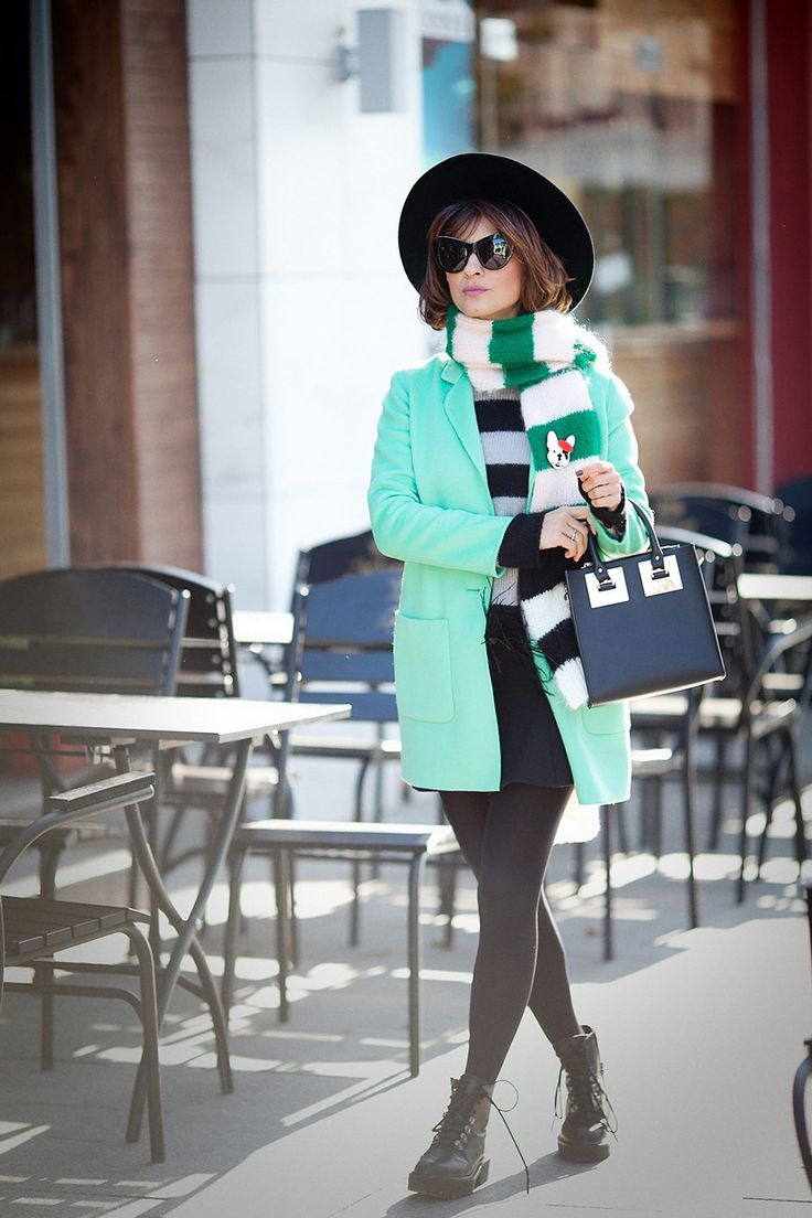 fall-outfit-ideas_striped-scarf-outfit