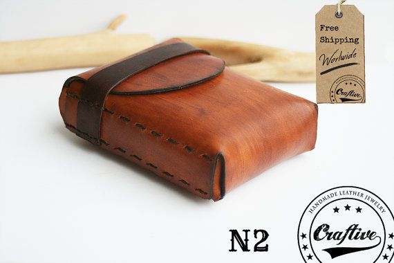 This vertical leather cigarettes case is a perfect gift for a smoker. It has space for a 20 cigarette packet and a normal size lighter. Costumizable with engraving text/ l... #tabaquera