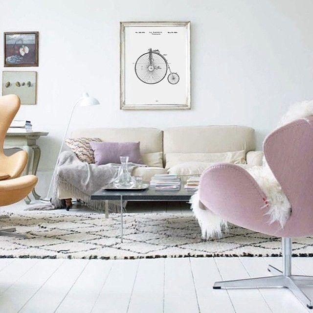 Love this picture, I hope you like it too! ✨ Source: @bomedo_com #livingroom #vardagsrum #arnejacobsen #interior #interiör #interiør #inredning #instagood #instahome #inspiration #interior4you #interiordesign #designinspiration #homedecor #homestyling #scandinavianhome #skandinaviskehjem #roomforinspo #love #nordichome #nordicinterior #bomedo_com.