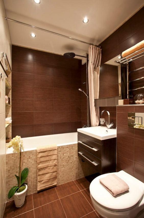 Kis fürdőszoba berendezés ötlet, barna és bézs burkolattal