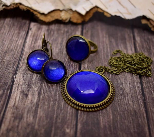 Deep blue, shiny jewelry set (necklace, earring and adjustable ring) vintage bronze jewelry, glass jewelry set