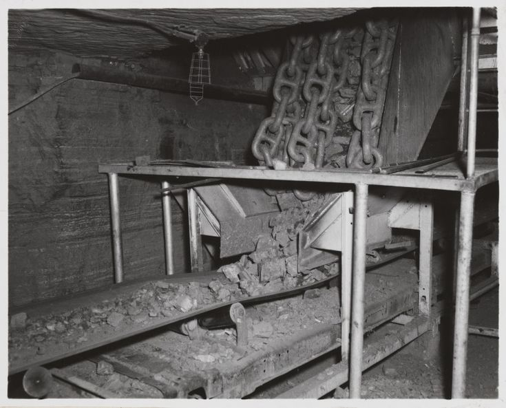 816B/TB/2683: Mechanised underground conveyor belt carrying asbestos ore to the surface for treatment, Wittenoom Asbestos mine, July 1958 http://encore.slwa.wa.gov.au/iii/encore/record/C__Rb1886878?lang=eng