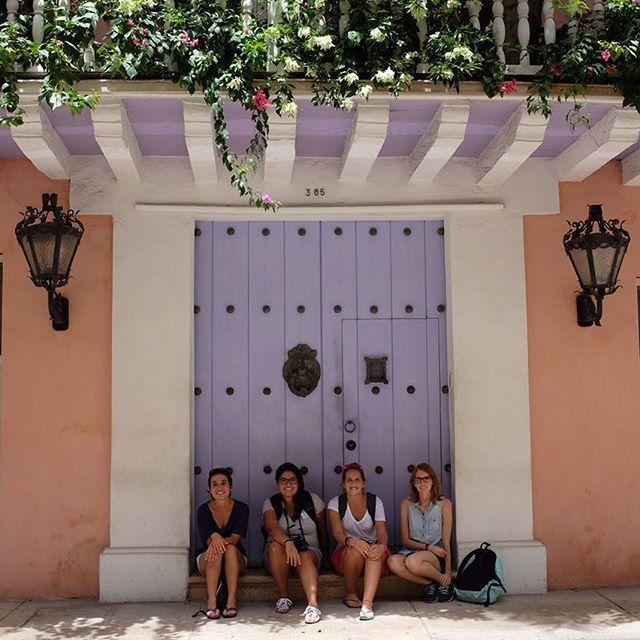 #Chicasdecrucero: además de traerme a pasar unos días en el #Caribe @pullmantur me regaló el reencuentro con @losviajesdenena y @anikovillalba y la desvirtualización con @viajaelmundo. ¡Qué bien se está por acá! #estapasandoenelmonarch #elcaribeteloda #cruceros #cruise #cartagena #travelbloggers #storytellers #viajar #viajeros #viajes #travel #travelling #amoviajar #comuviajera #cruceroscaribe