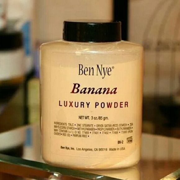 "BEN NYE BANANA LUXURY POWDER 3oz BEN NYE BANANA LUXURY POWDER  PERFECT CONTOUR POWDER 100%AUTHENTIC FIRM PRICE   Banana Powder part of Ben Nye's Bella Luxury Powders gives you more thane enough reason to go bananas for these silky-fine, mattifying translucent setting powders! Ben Nye's classic powders quickly absorb oil and moisture. Blending is enhanced even when powder is applied in the ""middle"" of makeup. 3oz Makeup Face Powder"