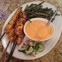 Brochettes de pollo con salsa tailandesa de maní @ allrecipes.com.ar