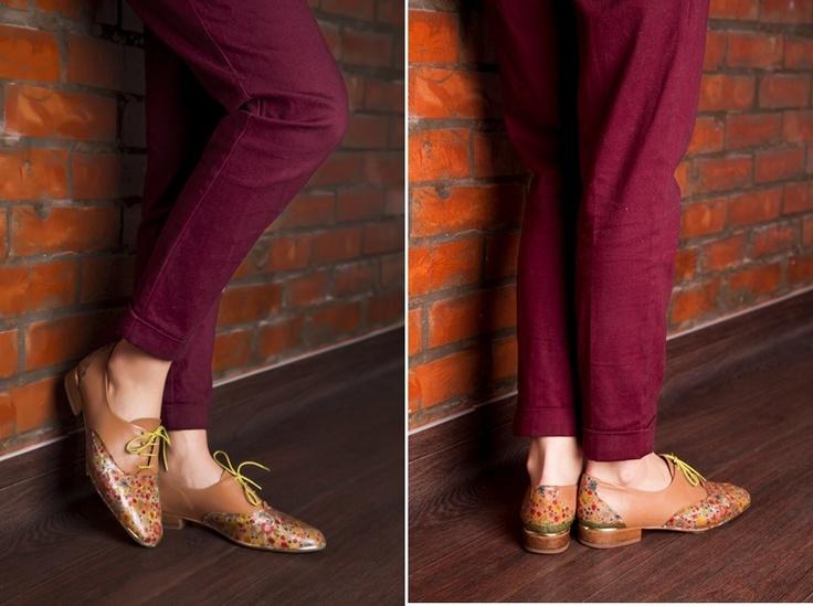 Natalie_Delon_flowers_shoes