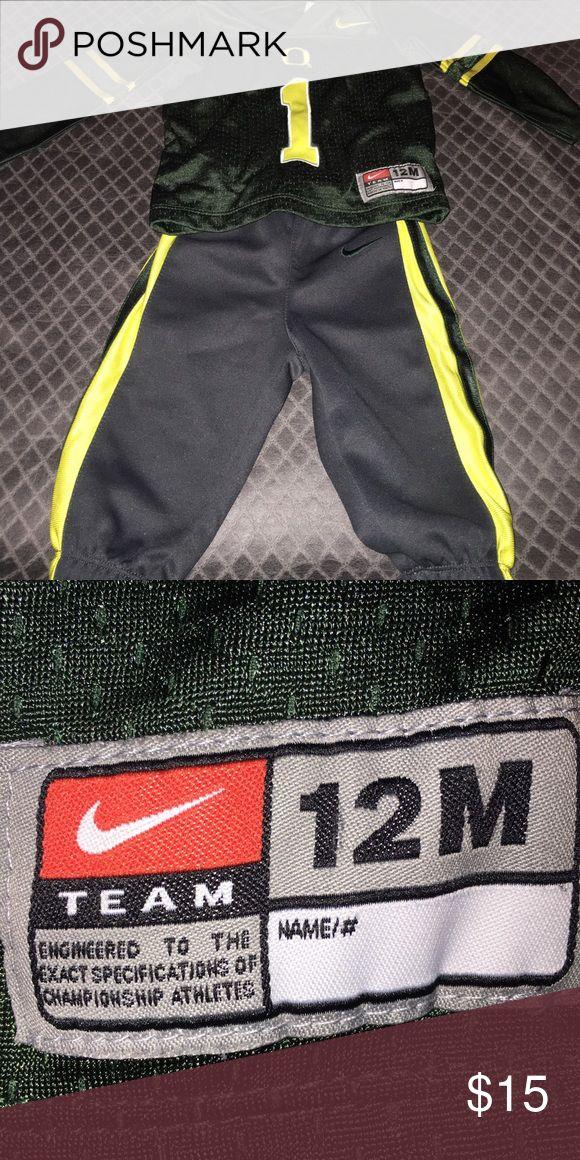 Oregon Ducks Nike Football Set Licensed Oregon Ducks #1 Nike Football Set. Like New Nike Matching Sets