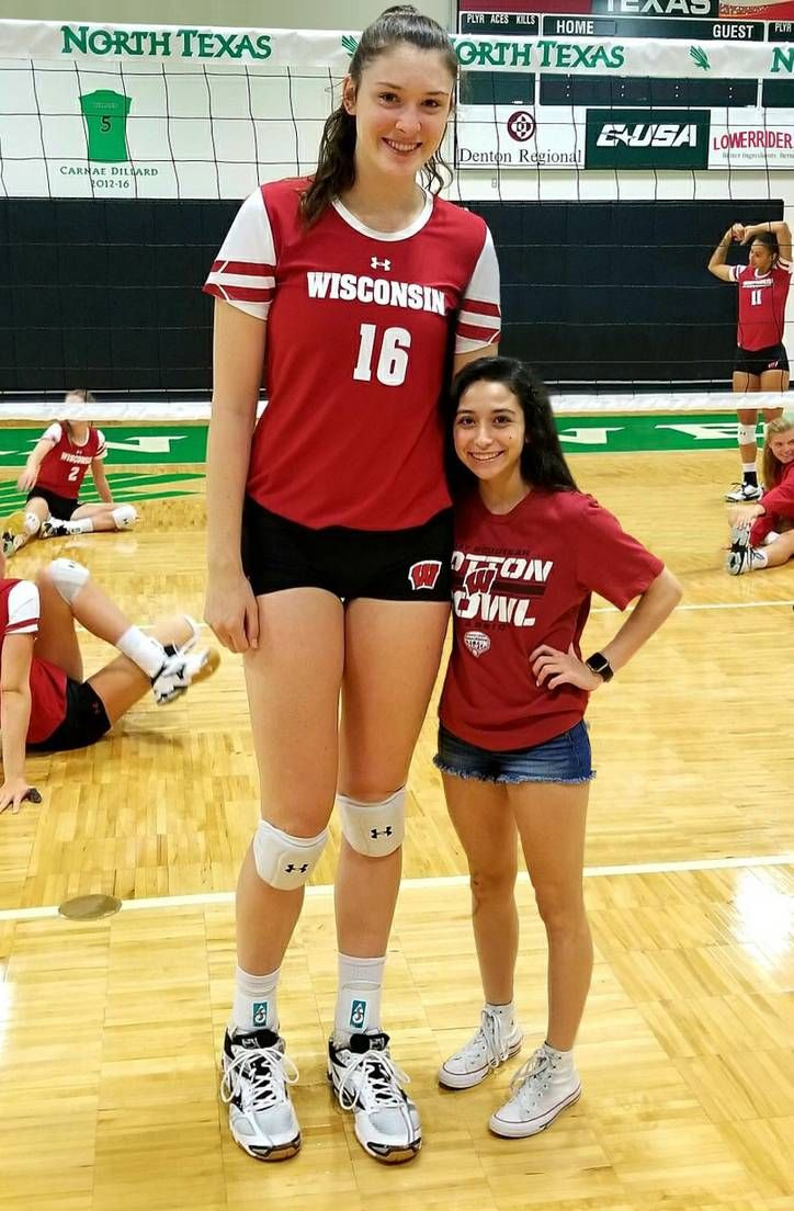 Tall Volleyball Player Compare By Lowerrider On Deviantart In 2020 Female Volleyball Players Tall Women Tall Girl