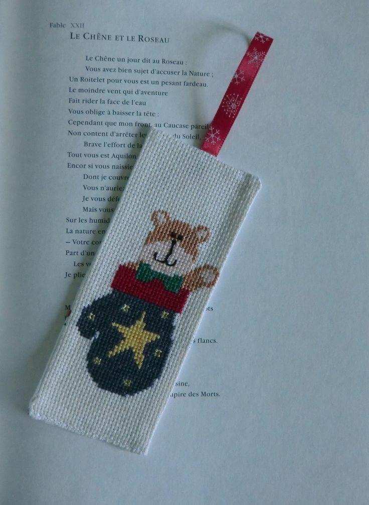 Marque-page enfant, brodé ourson au noeud papillon dans son gant, au point de croix, 100% Fait Main